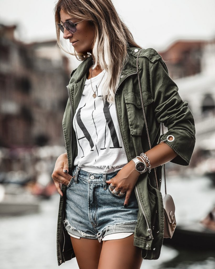 woman outifit for summer in Venice what to wear