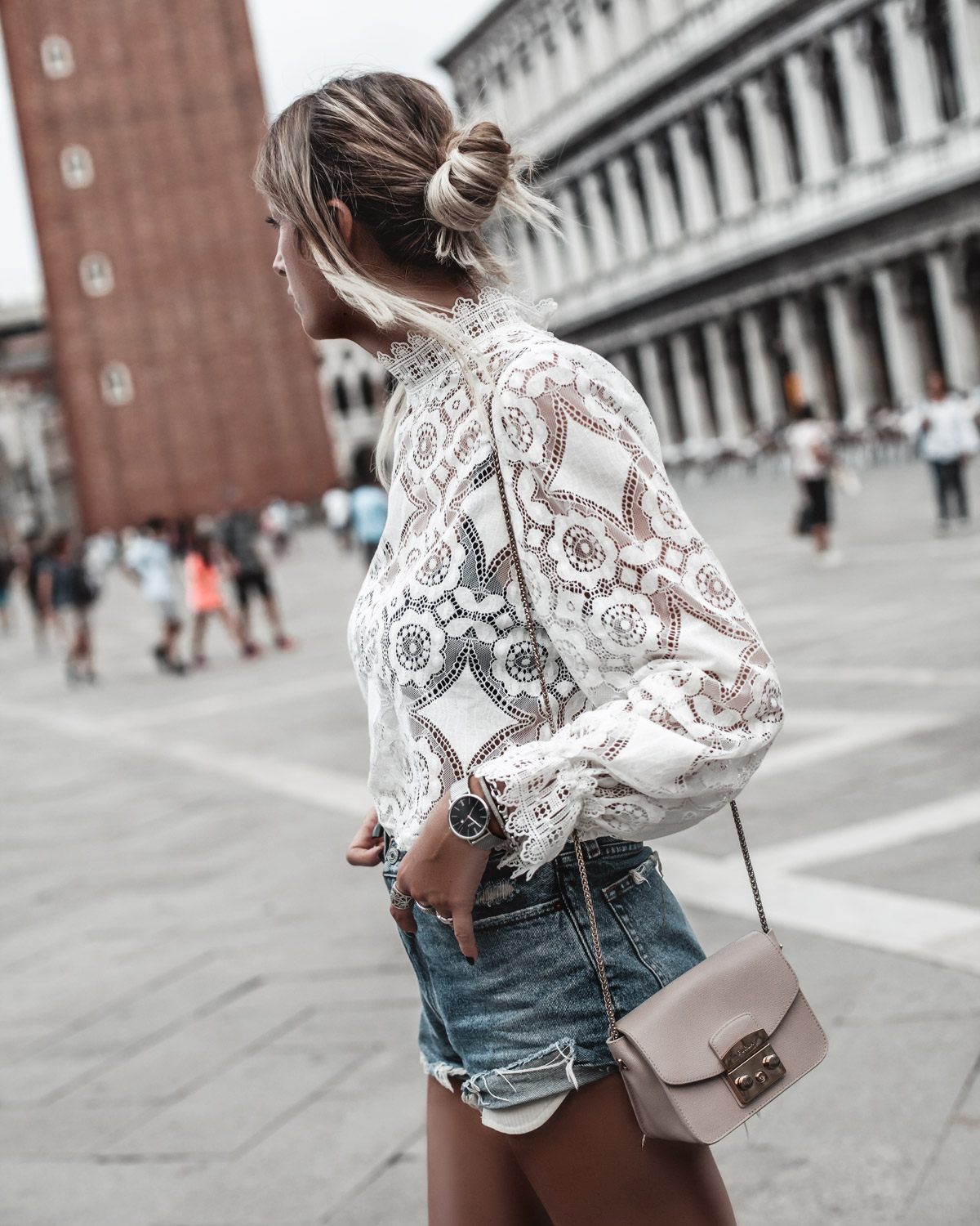 To my trip to Venice I wear white lace top jean shorts and beige bag
