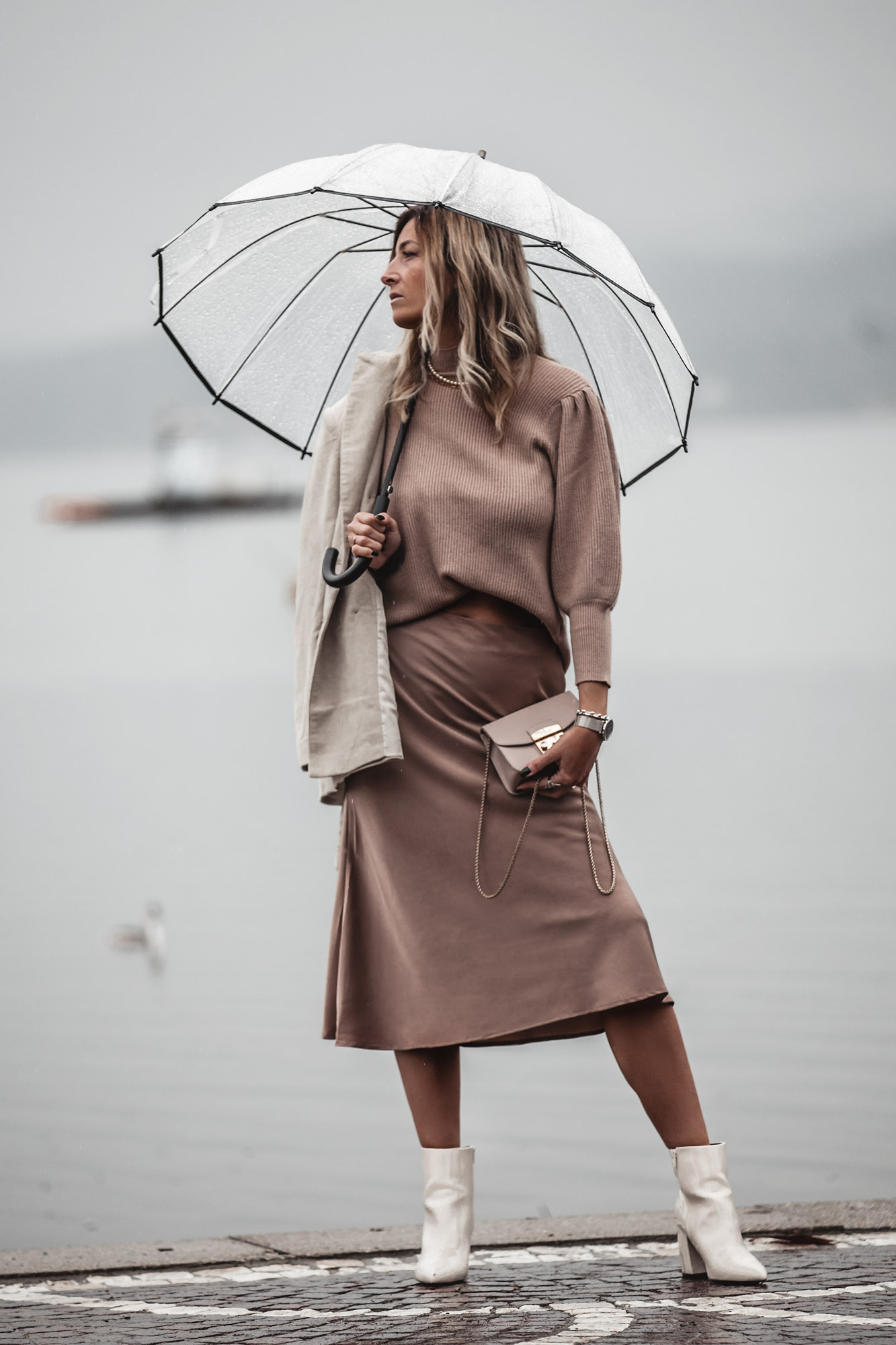 beige-outfit-satin-skirt