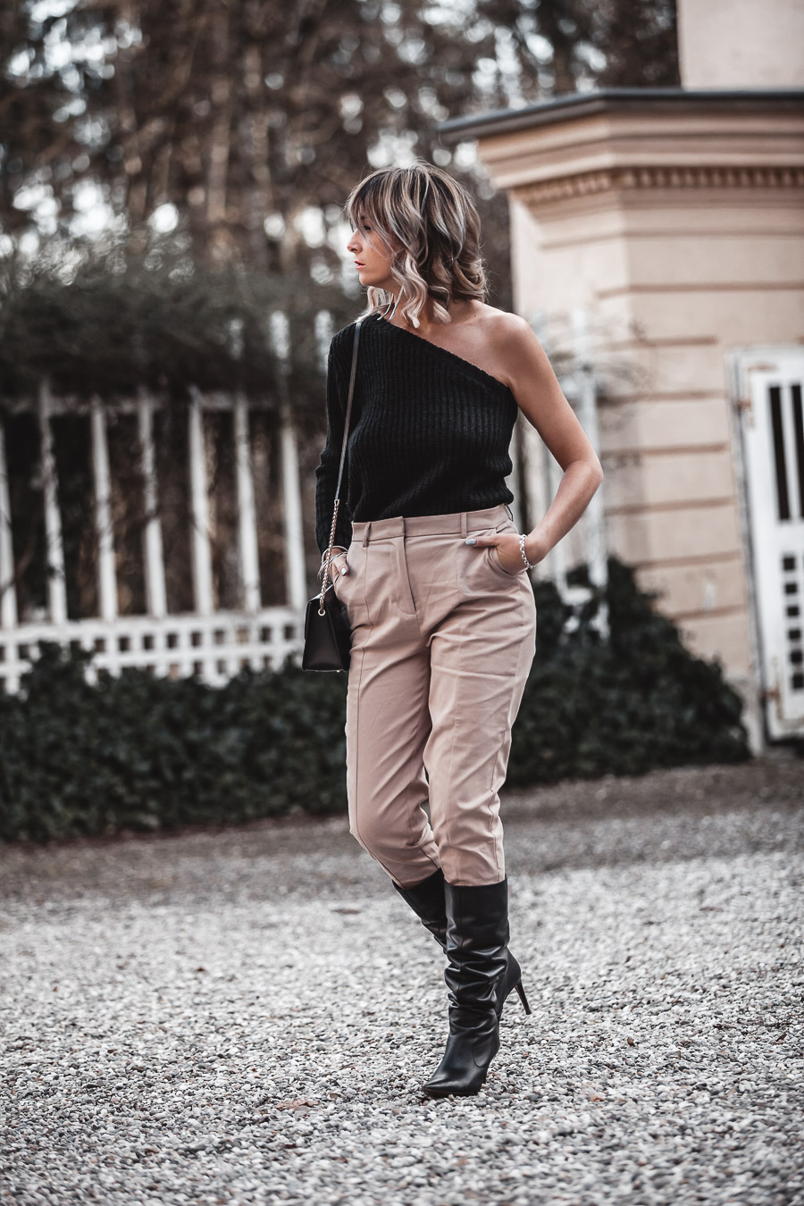 Three Key Pieces To Add To Your Wardrobe Right Now - www.jennysgou.com - Beige suit pants, slouchy boots