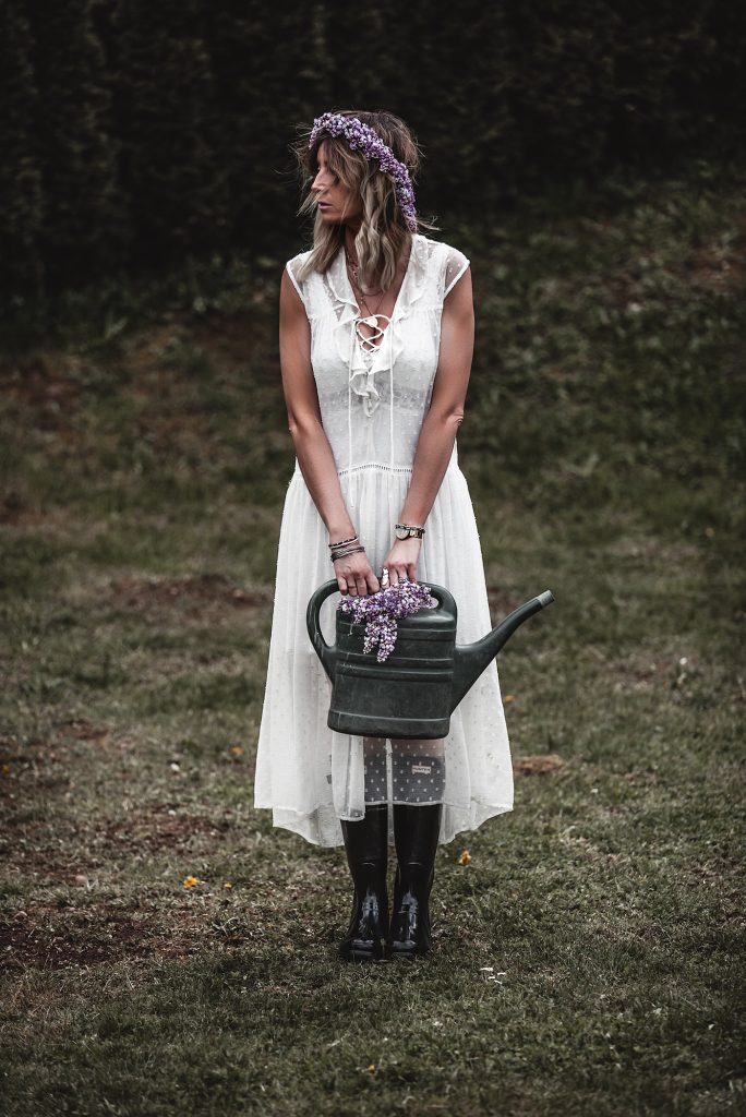 The time of white dresses is officially here. Keep reading to have a taste of the most beautiful voluminous, romantic, and broderie white dresses for spring and summer 2020, at super affordable prices, many of which are only under 30 €. White dress, spring, Rubber boots, lilac.