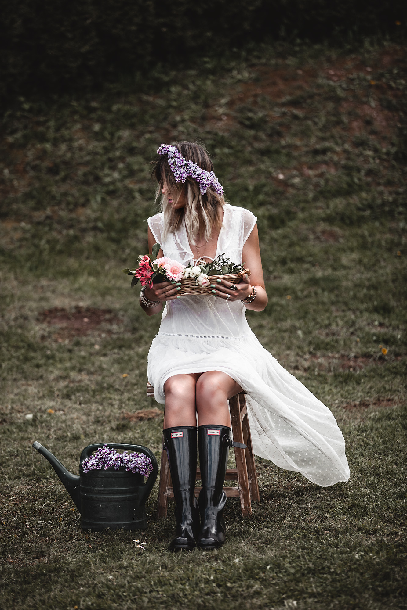 The time of white dresses is officially here. Keep reading to have a taste of the most beautiful voluminous, romantic, and broderie white dresses for spring and summer 2020, at super affordable prices, many of which are only under 30 €. White dress, Hunter Boots, Lilac Crown, Flowers, May Day.